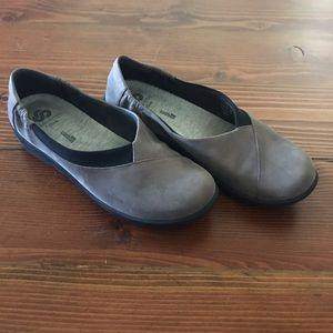 Size 8 brown Clarks Sidesteppers, Scillian Jetay